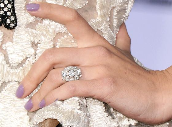 Pierscionek_zareczynowy_Scarlett_Johansson_eonline.com