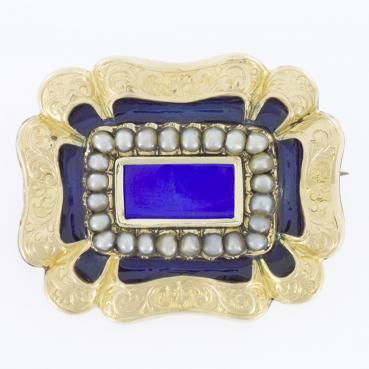 11158_1896-Brosza-z-polperlami-i-emalia-guilloche_cfe94245e34e4d65c3b5b7a0fc11f751_auctionPageMedium