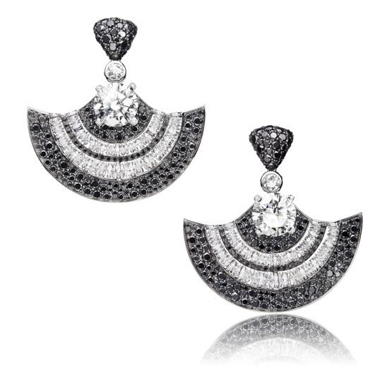 8 Kolczyki zczarnymi ibiałymi diamentami De Grisogono