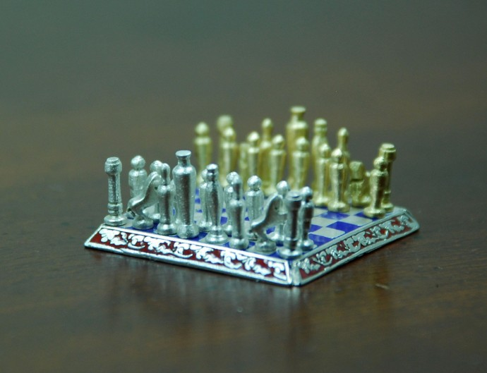 Smallest-Chess-Set-in-the-World-by-Sal-Knight-2