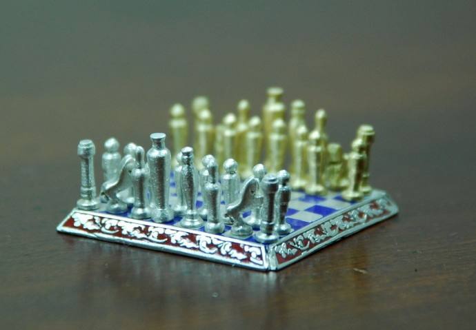 Smallest-Chess-Set-in-the-World-by-Sal-Knight-4