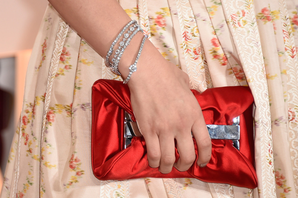 Chloë Grace Moretz wdiamentowych bransoletach marki Forevermark.