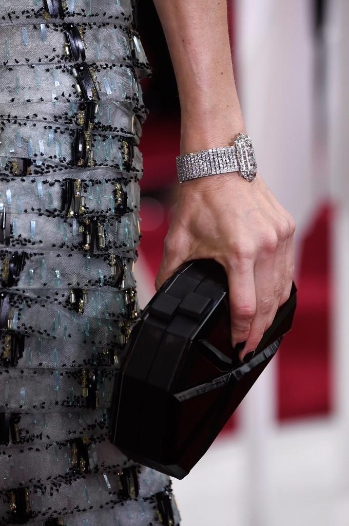 Naomi Watts wdiamentowej bransolecie Anna Hu.