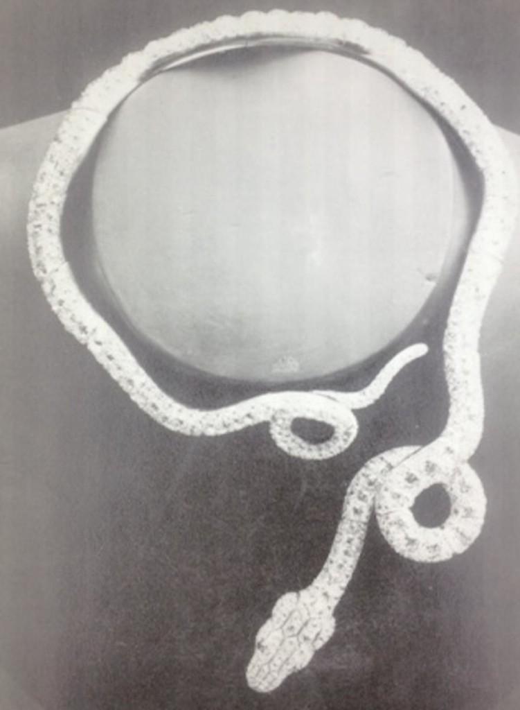 9 Naszyjnik - wąż podarowany Gabrielle