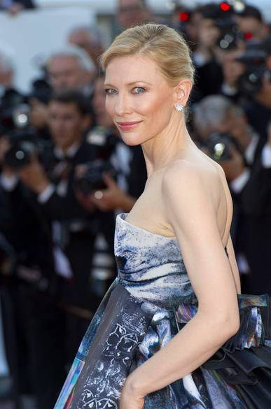 Cate Blanchett wdiamentowych kolczykach marki Chopard