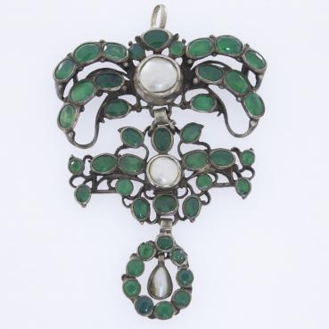 12714_2513-Wisior-z-zielonymi-agatami-i-polperlami_3c2a8bad1b011e42c94b8e78eaaf14c2_auctionPageMedium
