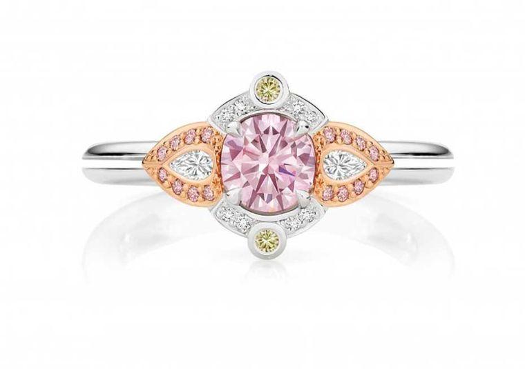 0.53-karatowy różowy diament Calleija Valentia zkopalni Argyle