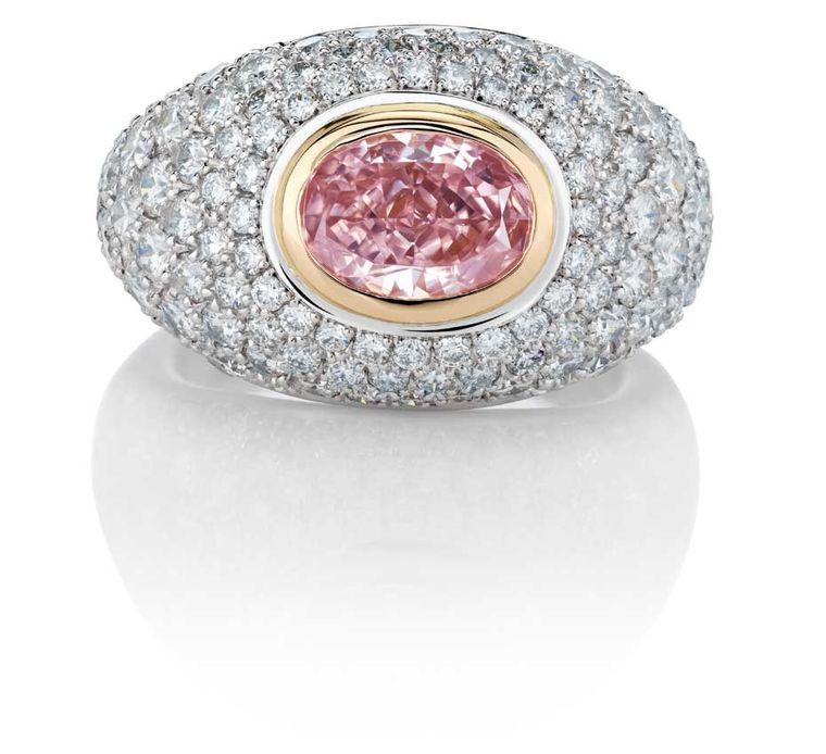 Różowy diament Aurora, wpierścionku marki De Beers