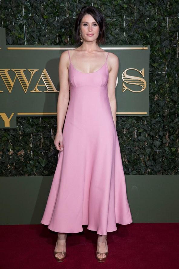 Gemma-Arterton-Vogue-23Nov15-Getty_b_592x888