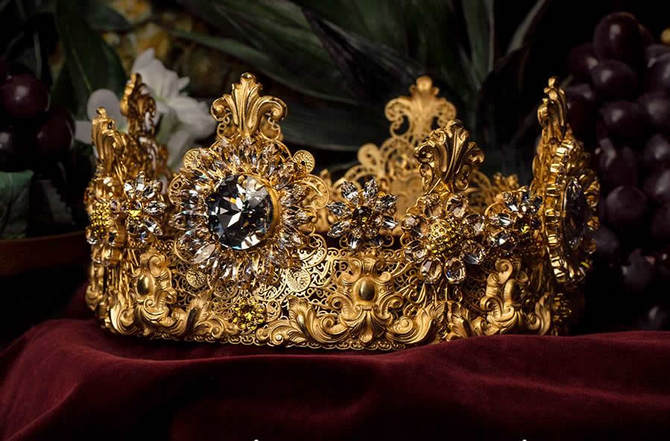 Dolce-Gabbana-Exclusive-Crown-1