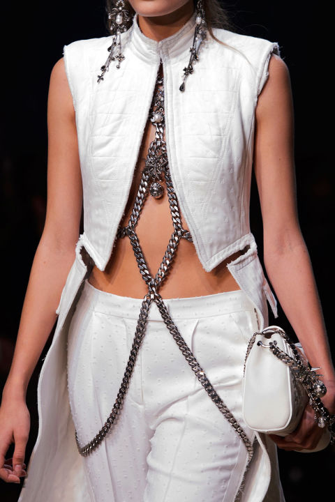 hbz-ss2016-trends-jewelry-body-jewelry-mcqueen-clp-rs16-5097_1