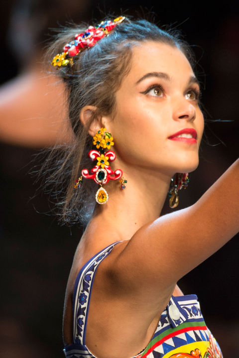 hbz-ss2016-trends-jewelry-bold-colored-earrings-dolce-e-gabb-clp-rs16-0200