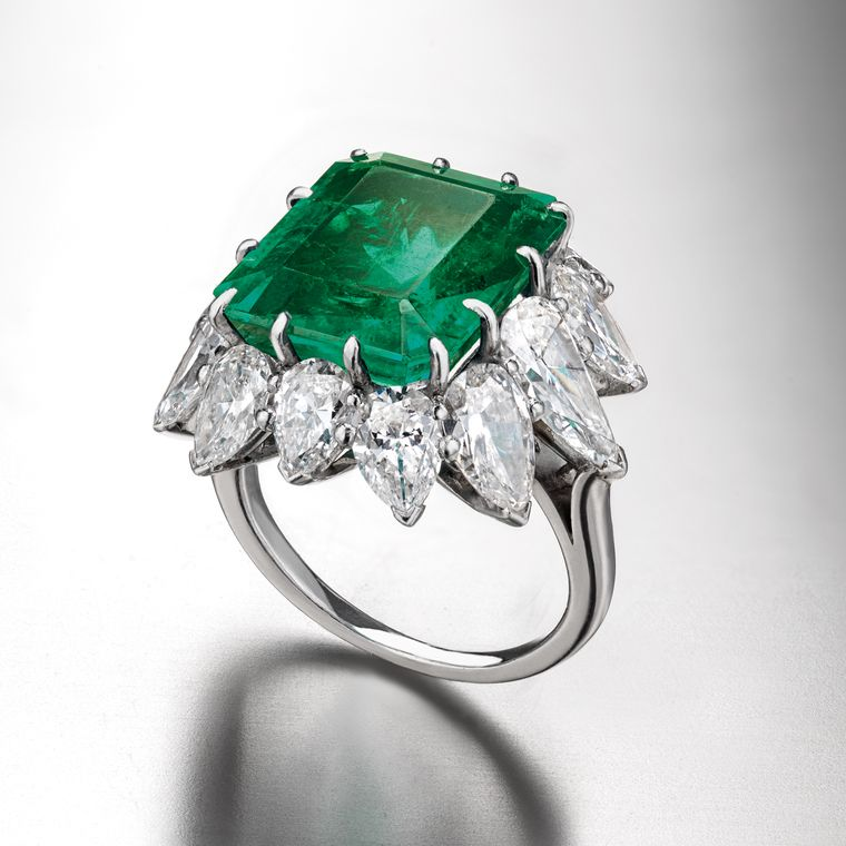 elizabeth_taylor_bulgari_colombian_emerald_diamond_ring.jpg__760x0_q80_crop-scale_subsampling-2_upscale-false