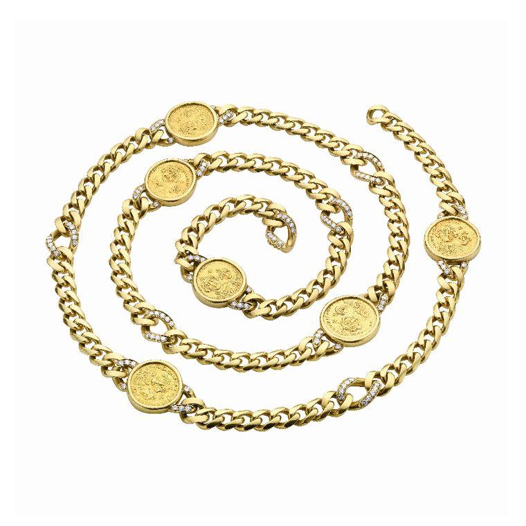 elizabeth_taylor_bulgari_gourmette_sautoir_in_gold_with_six_byzantine_gold_coins.jpg__760x0_q80_crop-scale_subsampling-2_upscale-false