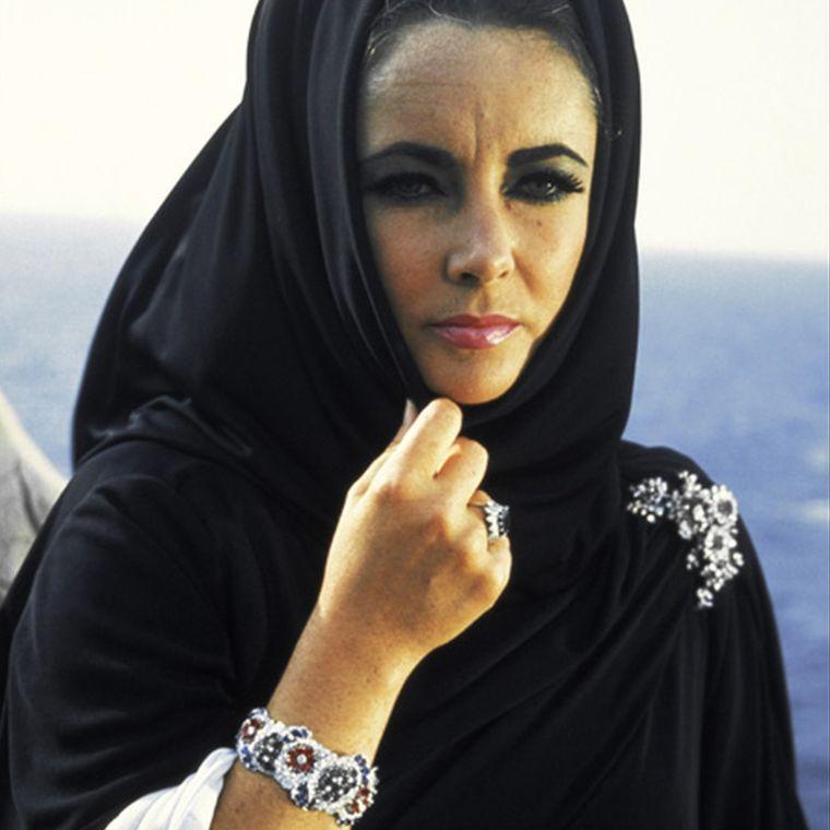 elizabeth_taylor_wearing_bulgari_jewellery_in_boom.jpg__760x0_q80_crop-scale_subsampling-2_upscale-false