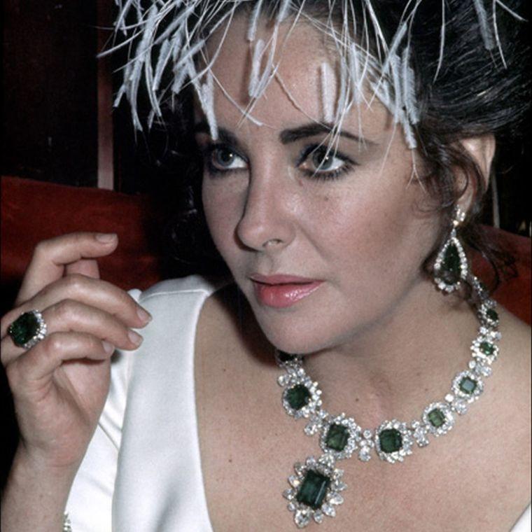 elizabeth_taylore_wearing_bulgari_emerald_jewellery.jpg__760x0_q80_crop-scale_subsampling-2_upscale-false