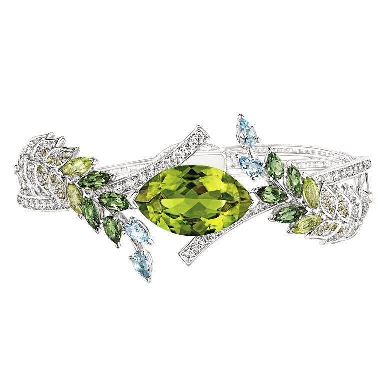 chanel-bracelet-brins-de-printemps-fond-blanc-jpg__760x0_q75_crop-scale_subsampling-2_upscale-false