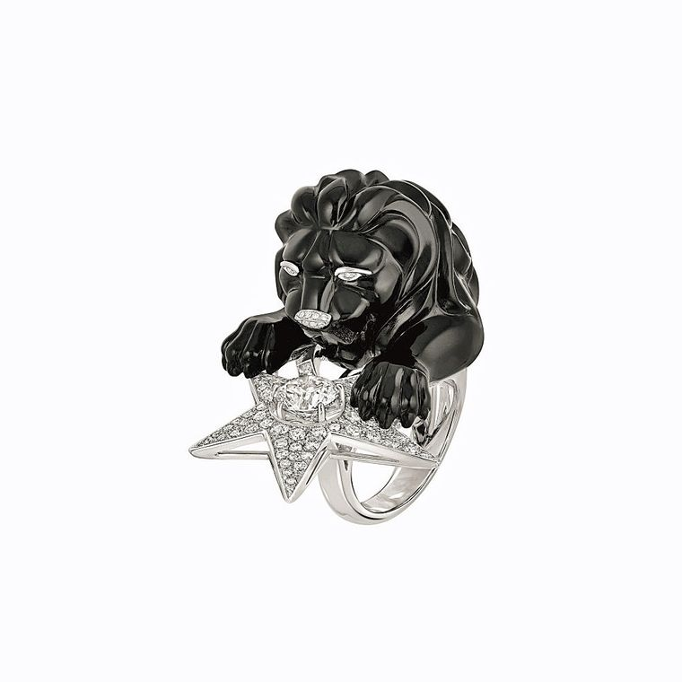 chanel_les_intemporels_bague_constellation_du_lion_onyx_ring.jpg--760x0-q80-crop-scale-media-1x-subsampling-2-upscale-false