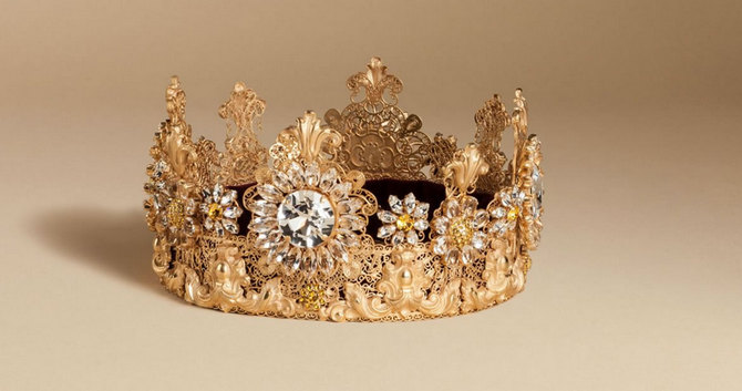 Dolce-Gabbana-Exclusive-Crown-3